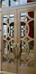 Puerta de bronce de fretwork